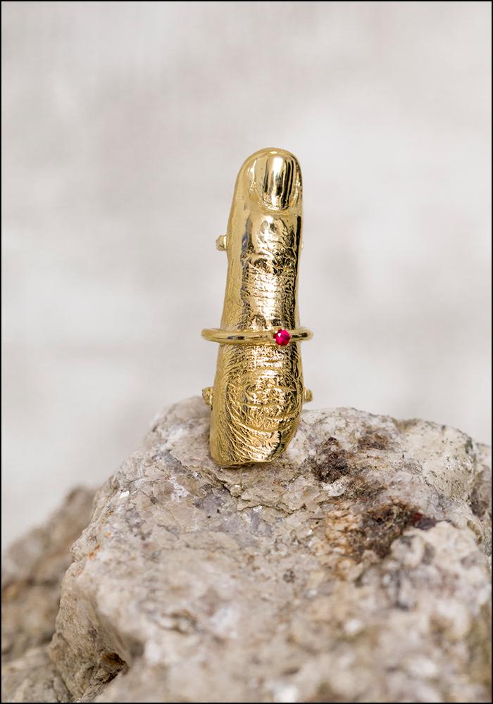 Angostura Golden Era Jeweled Full Gold Finger Ring