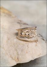 De La Rosa Ant Ring