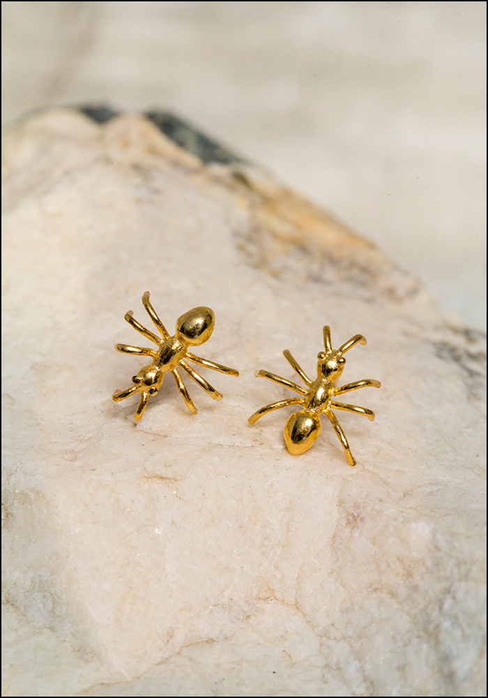 De La Rosa De La Rosa Ant Stud Earrings