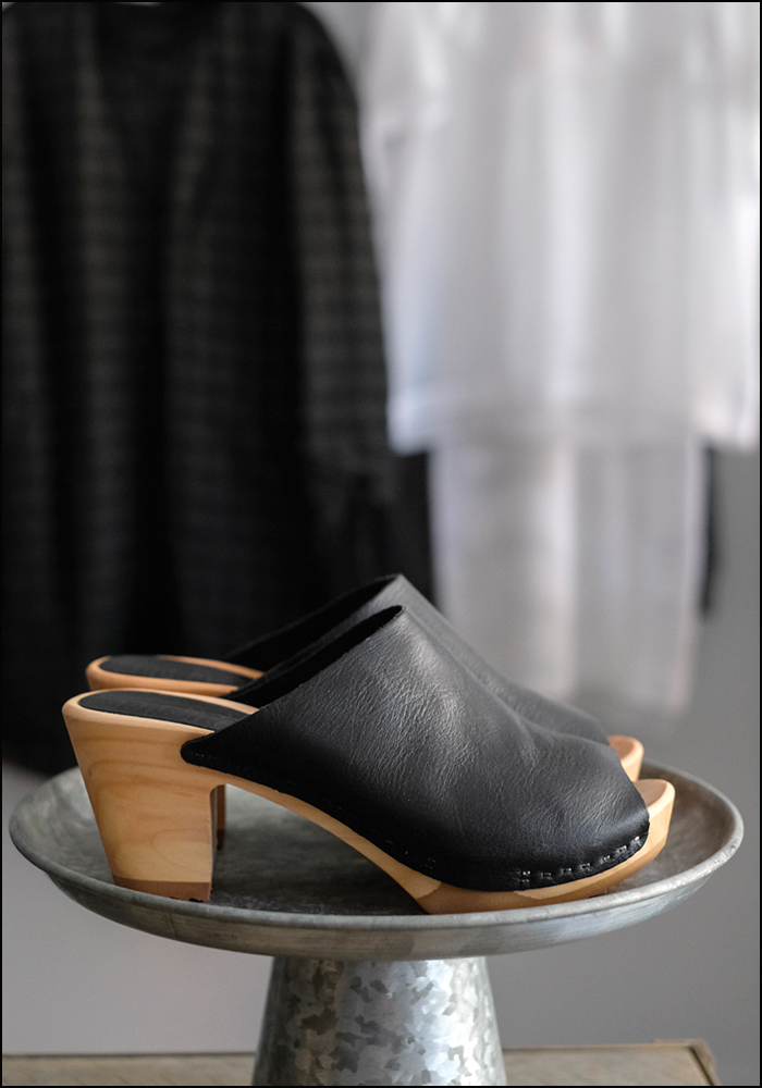 Bosabo Bosabo Black Leather Peep Toe Clog Mule