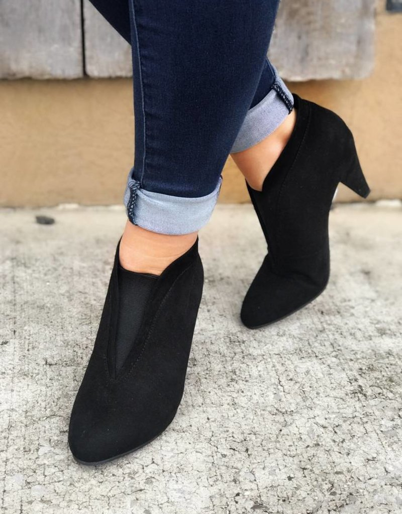 CHINESE LAUNDRY Nevine Super Suede Bootie