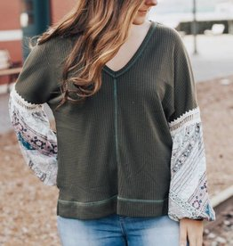 LAYNEE & LEE Lost in the Moment Balloon Sleeve Top
