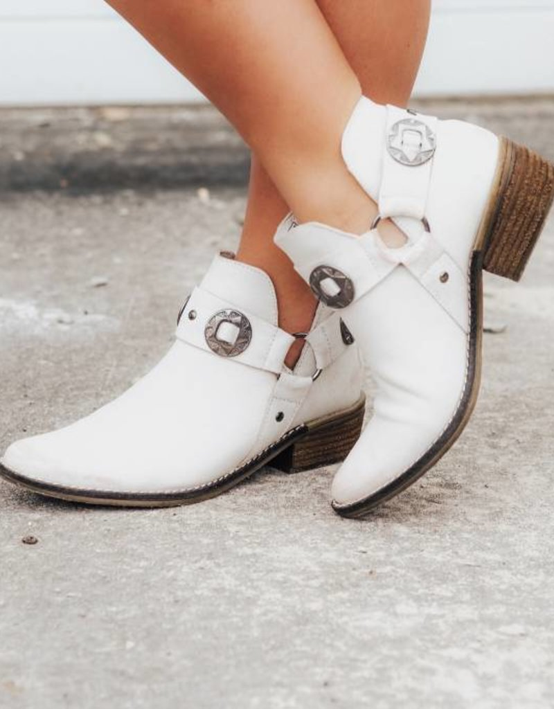 CHINESE LAUNDRY Austin Bootie