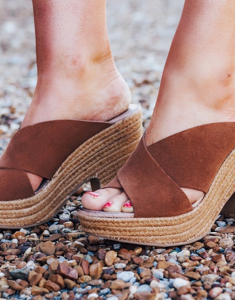 7807cfb815 CHINESE LAUNDRY Quay Split Suede Sandal