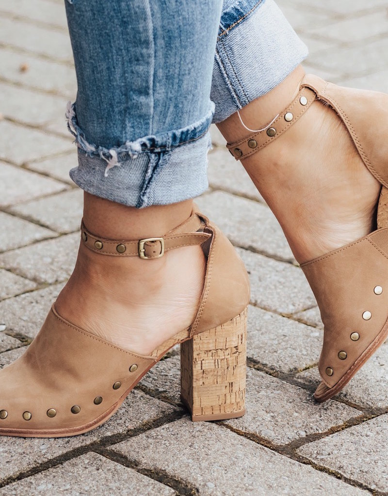 CHINESE LAUNDRY Savana Block Heel Sandal