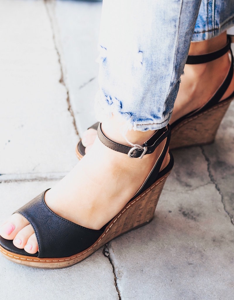 CHINESE LAUNDRY Booming Nubuck Wedge Sandals