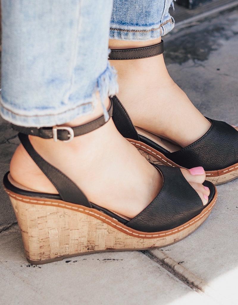 CHINESE LAUNDRY Booming Nubuck Wedge Sandals
