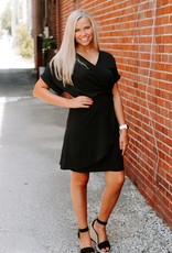 LAYNEE & LEE An Elegant Edge Black Dress