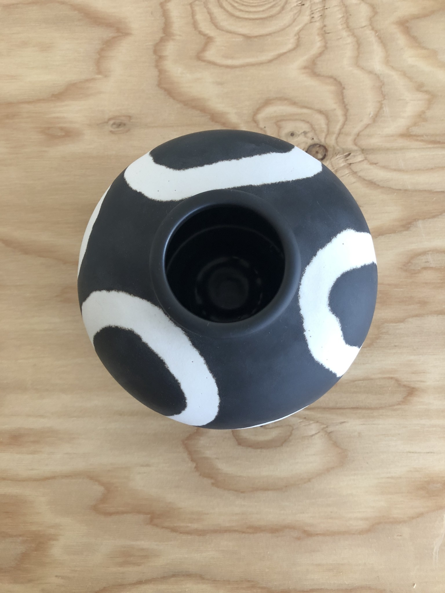 "Middle Kingdom Vase Memphis Jade Ring ""Black"""