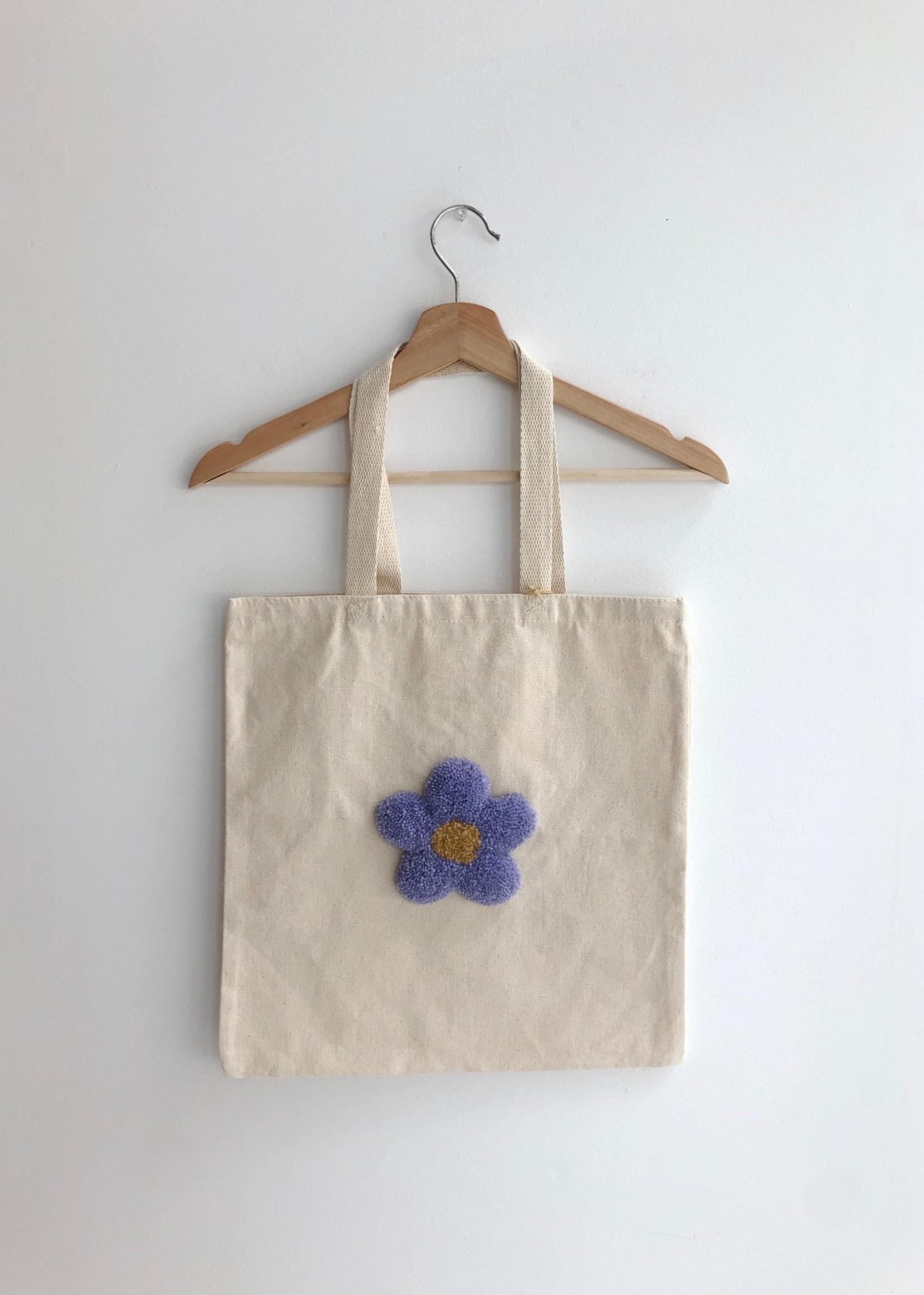 So Soft Rugs Fourres-tout à fleur en tapis par So Soft Rugs