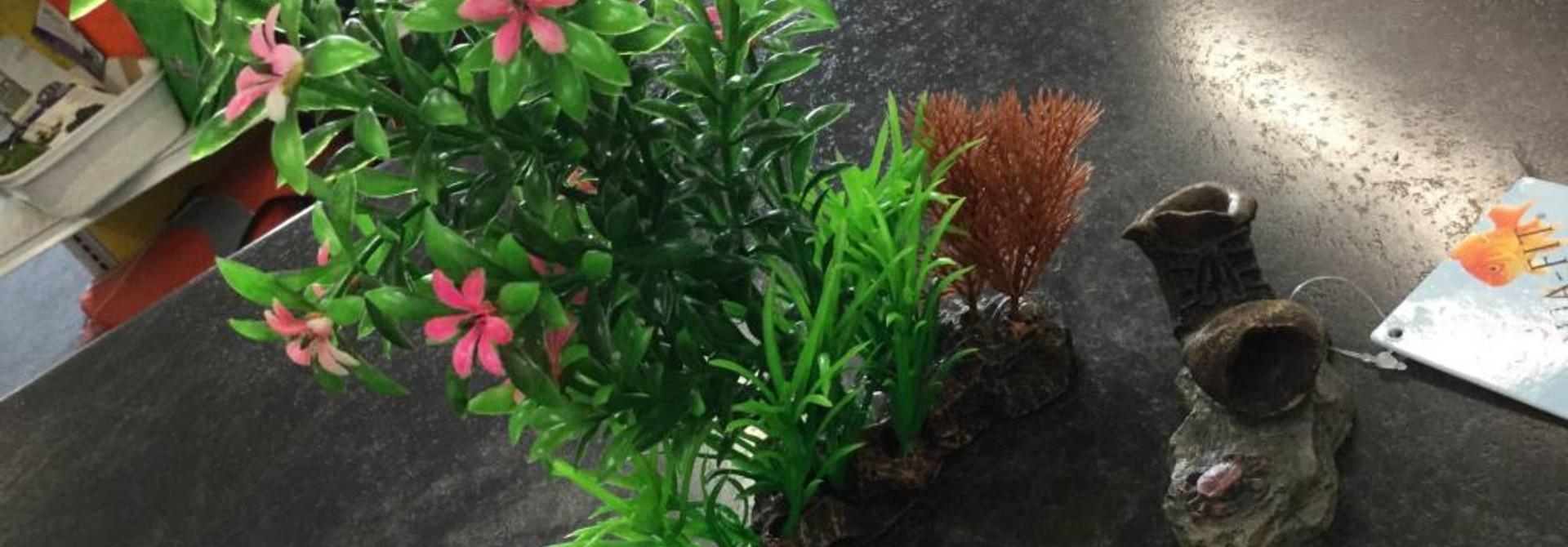 Aqua-Fit Aquarium Ornament Boot w/plants 2pc