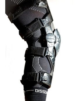 DISSENT DISSENT BOA COMPRESSION KNEE SLEEVE