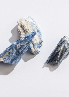 "GeoCentral Blue Kyanite 1"" - 1.25"""