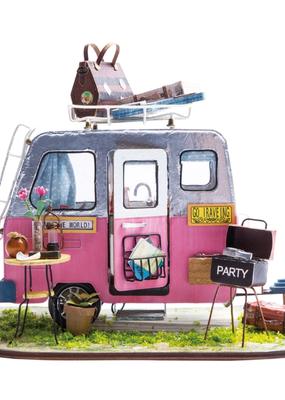 Handley House Miniature Dollhouse Happy Camper