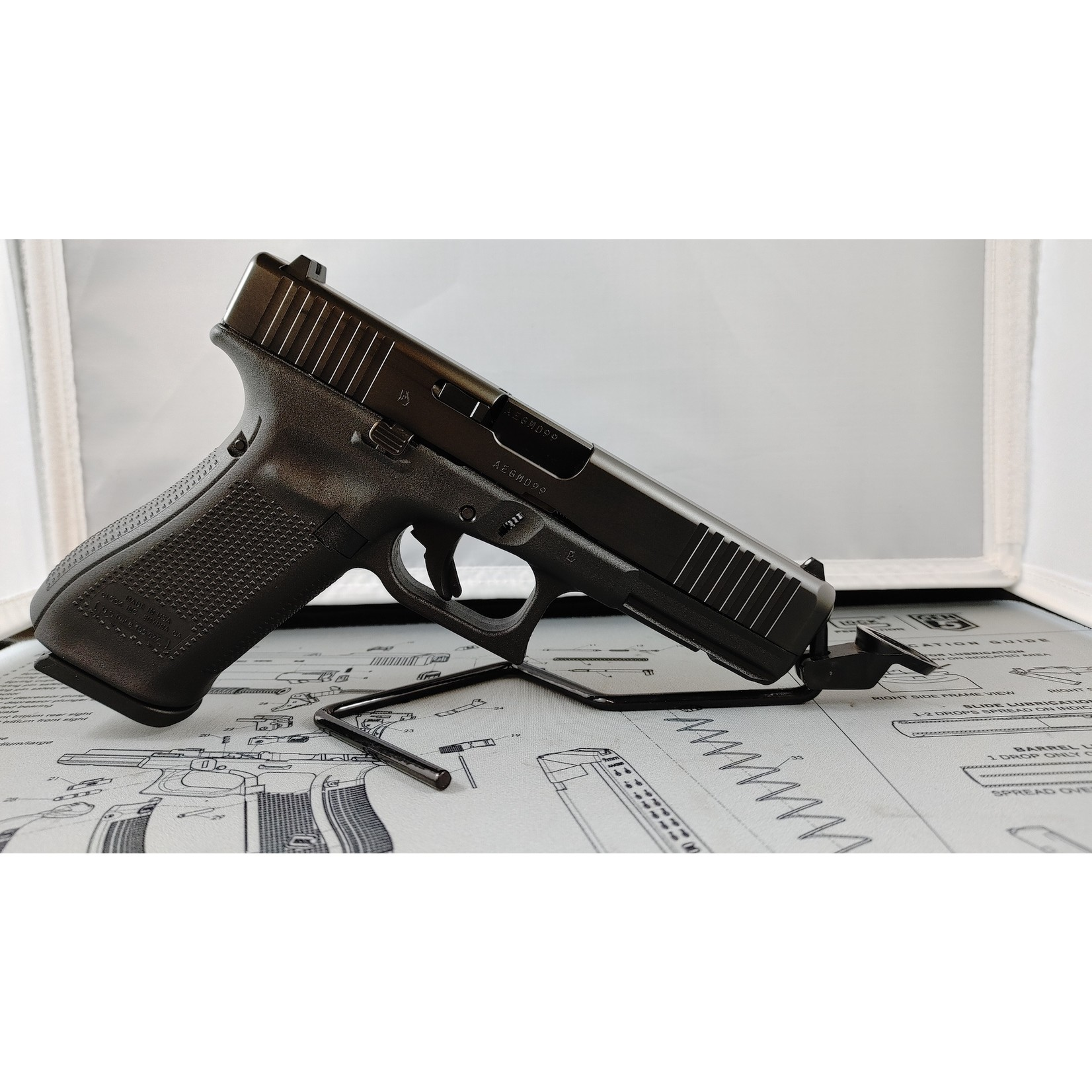 Glock Glock 17 Gen5 9mm Fixed SIghts