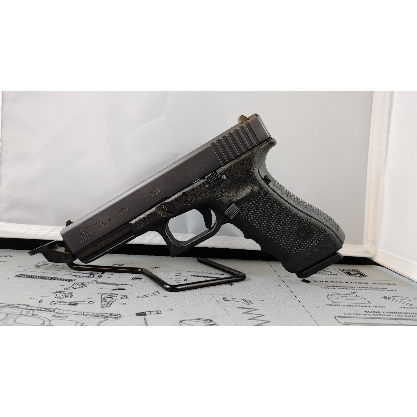 Glock Glock 17 Gen4 9mm Fixed Sights