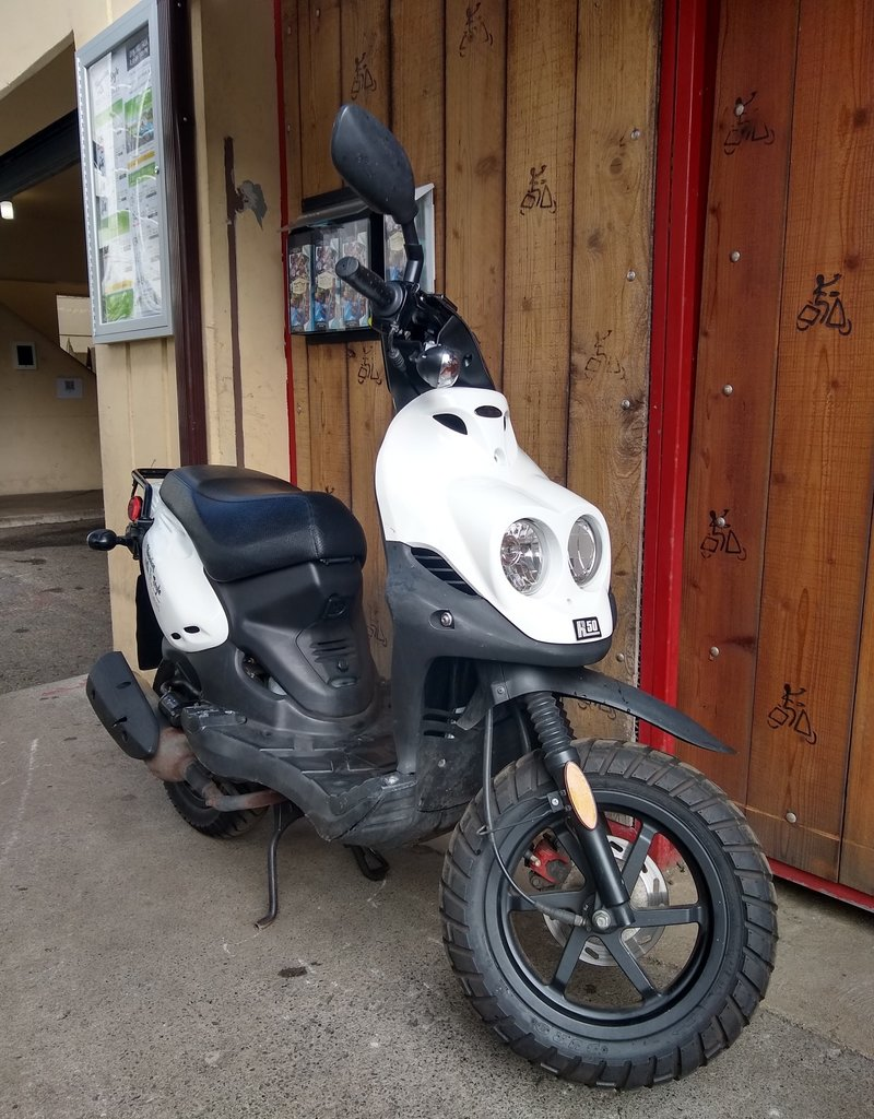 Genuine Scooters 2019 White Genuine Roughhouse (#R-28)