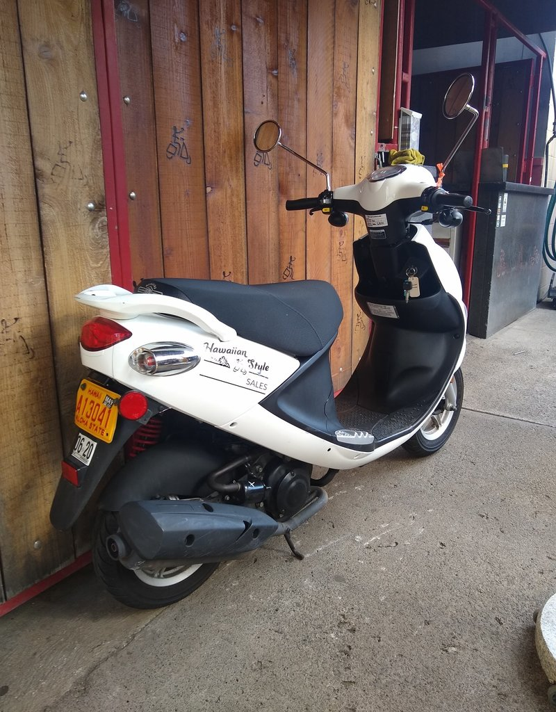 Genuine Scooters 2019 white Genuine Buddy 50cc Moped (#11)