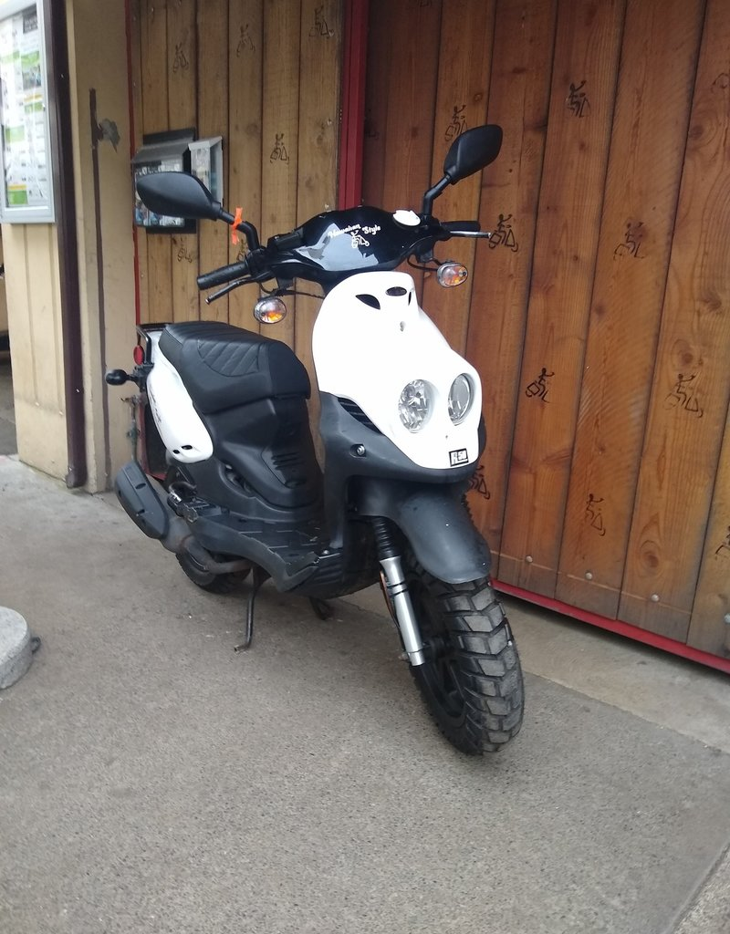 Genuine Scooters 2019 White Genuine Roughhouse (#R-29)