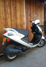 Genuine Scooters 2019 White Genuine Buddy 50cc Moped (#b-68)
