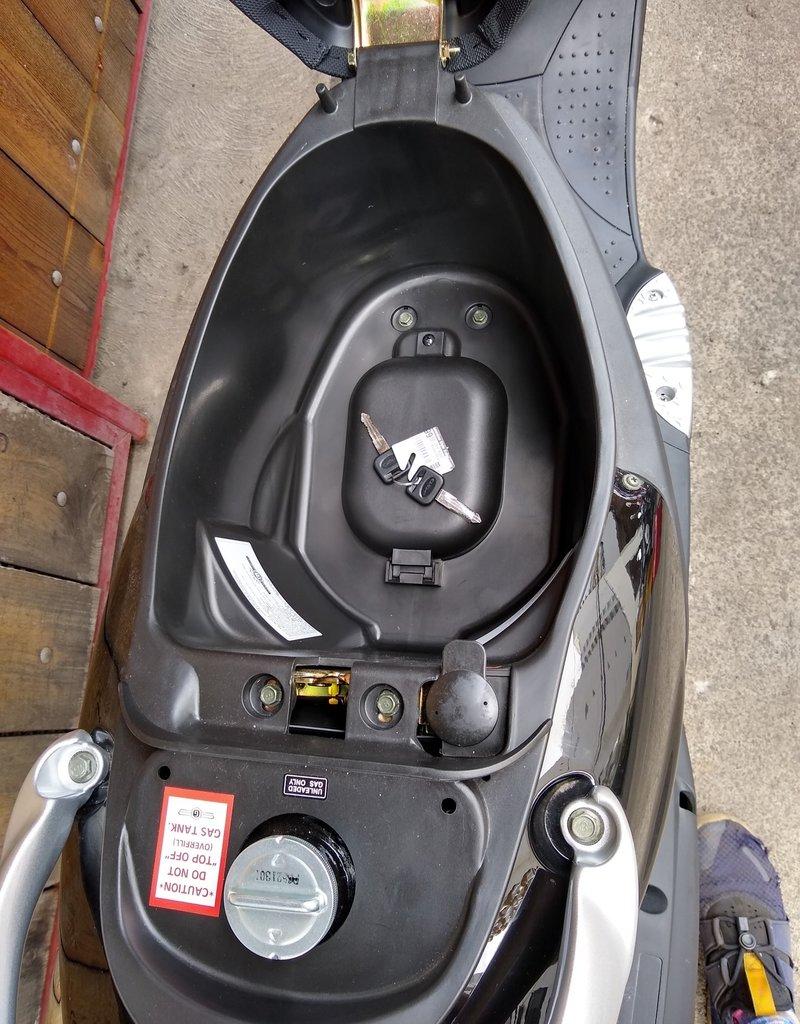 Genuine Scooters 2021 Gloss Titanium Genuine Buddy 50cc Moped