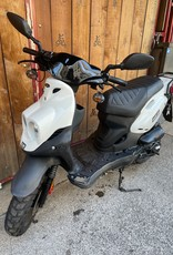 Genuine Scooters 2022 White Genuine Roughhouse 50cc Moped (R-06)