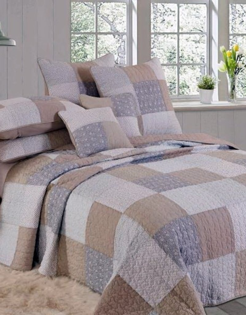 New New Horizons Affinity Queen Quilt/Shams