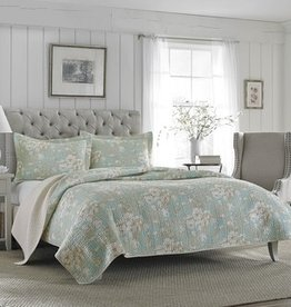 New New Horizons Emily Blue Quilt/Shams, King