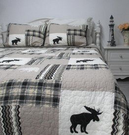New New Horizons Northern Moose Quilt Set
