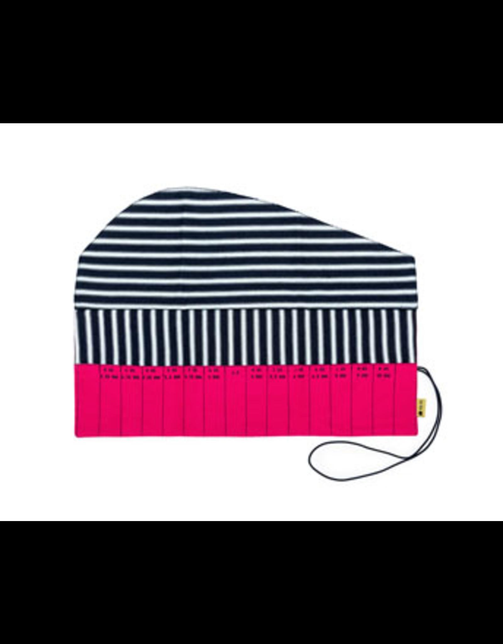 Della Q - Crochet Roll - Fuchsia Linen Brights