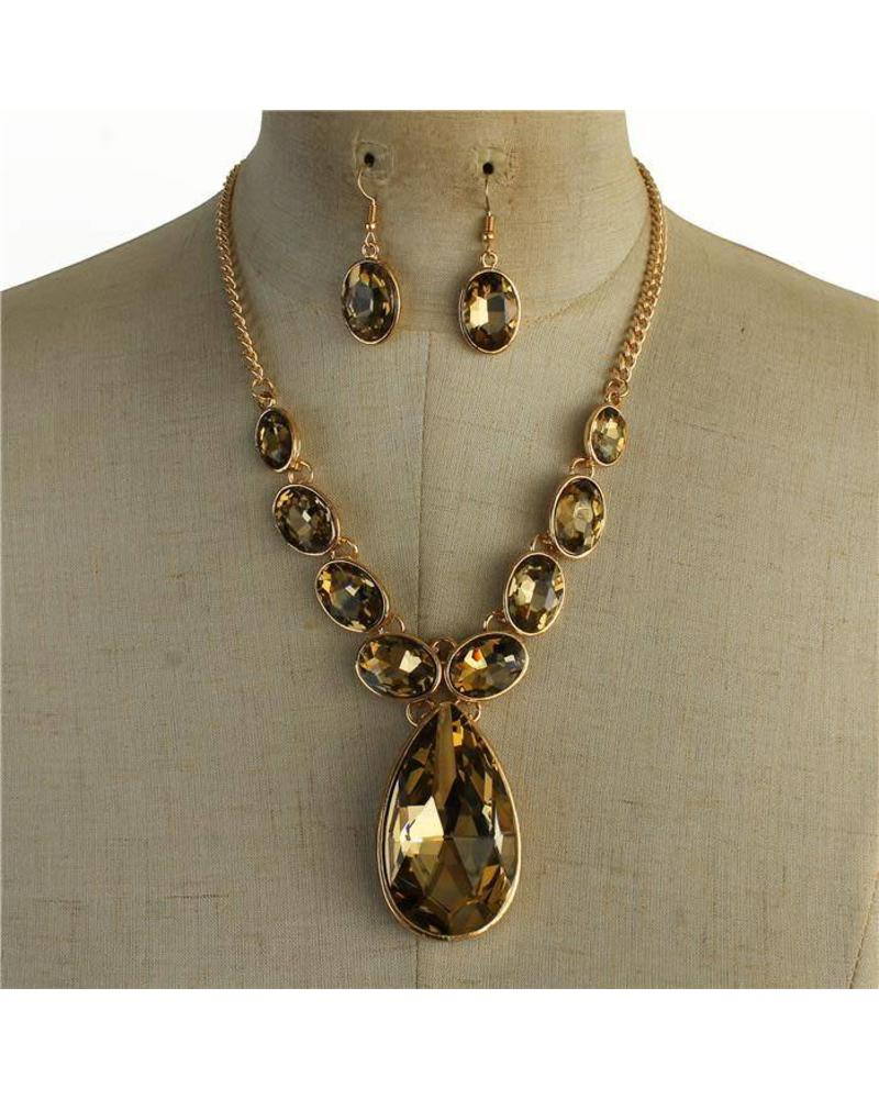 In Between Jewel Necklace Set