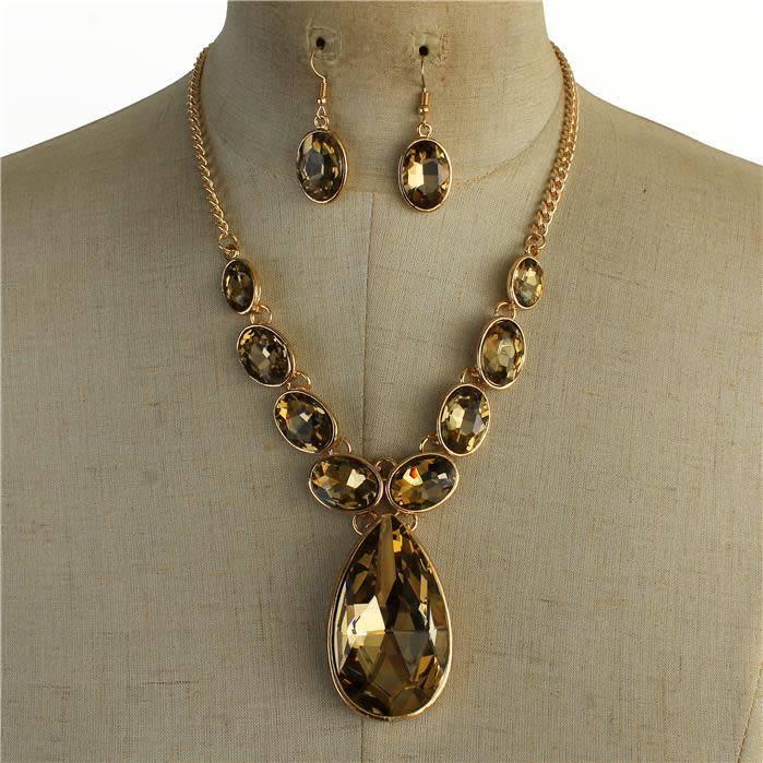 In Between Jewel Necklace Set