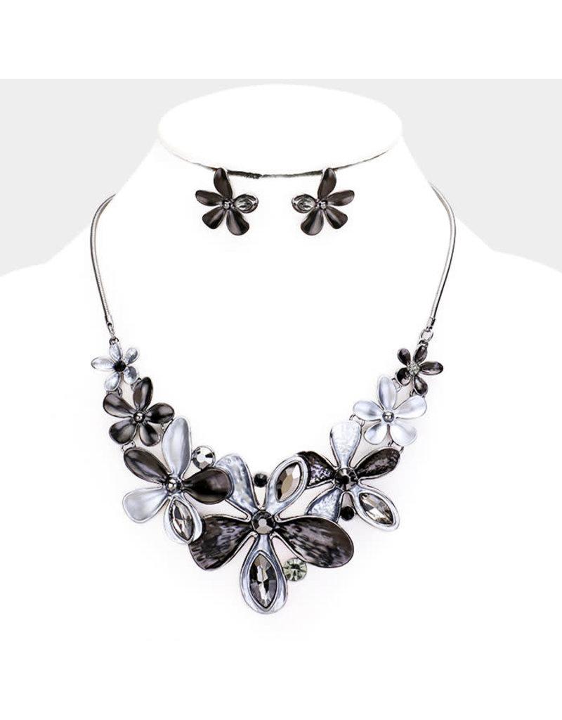 Fresh Petals Necklace Set