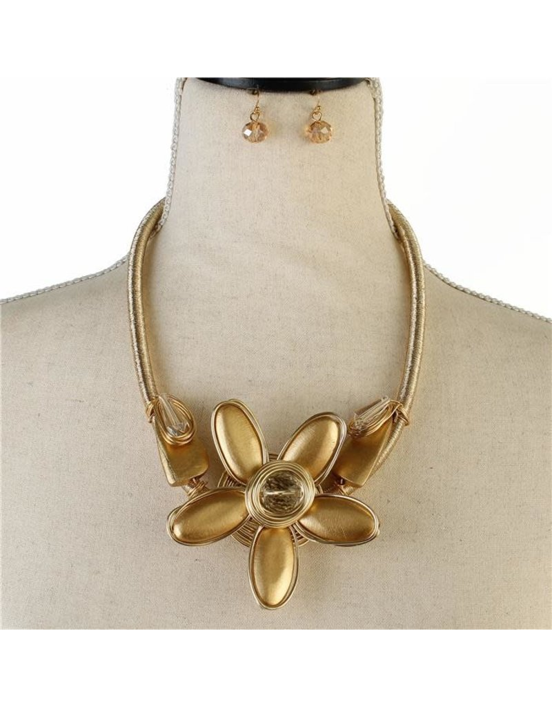 To The Beat Flower Necklace Set