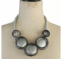 Circle Touch Necklace Set