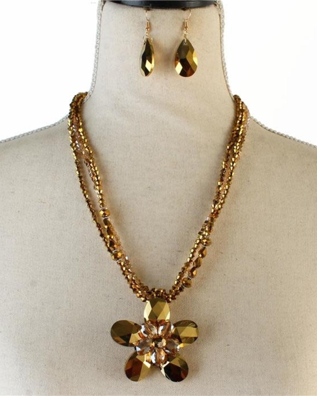 Pretty Petals Necklace Set