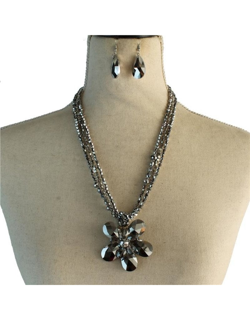 Pretty Petals Necklace Set
