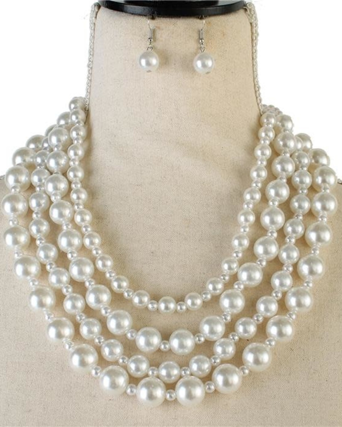 Must Have Pearl Necklace Set
