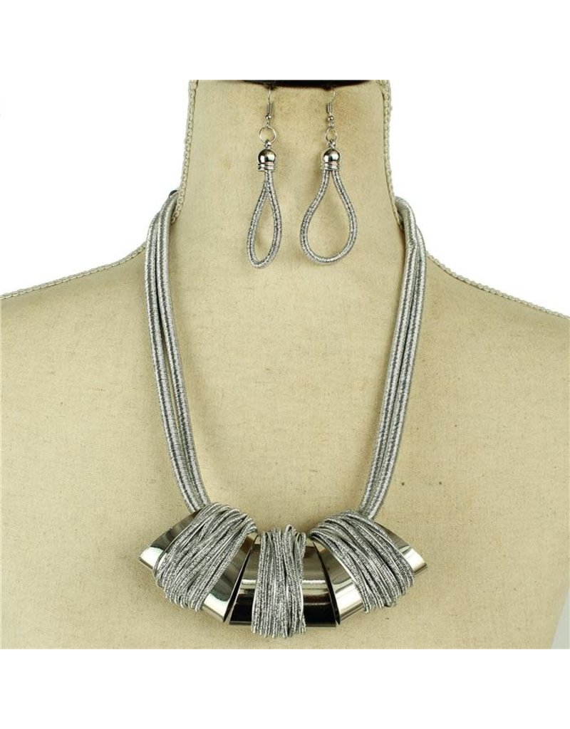 Hangin' Out Necklace Set