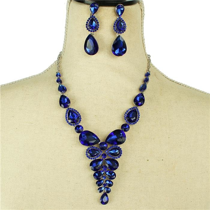 Stand In Line Necklace Set