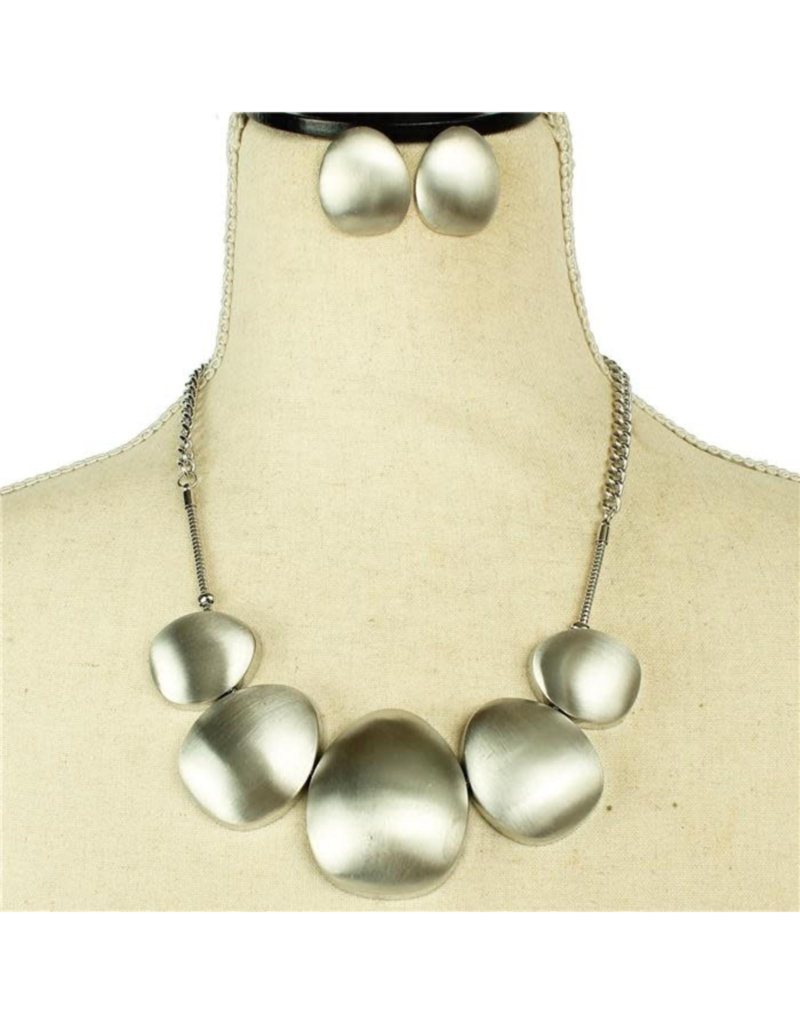 Lay Flat Necklace Set