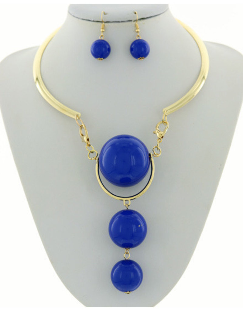 Hang On Necklace Set