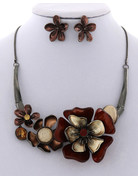 Hard To Bloom Necklace Set