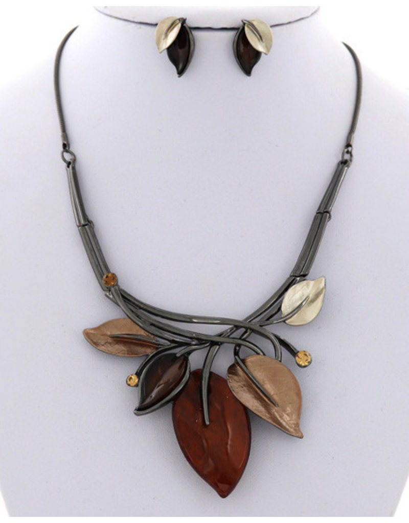 Swaying Leaves Necklace Set