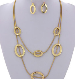 Hot Commodity Necklace Set