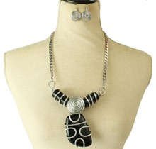 In The Chaos Necklace Set - Black