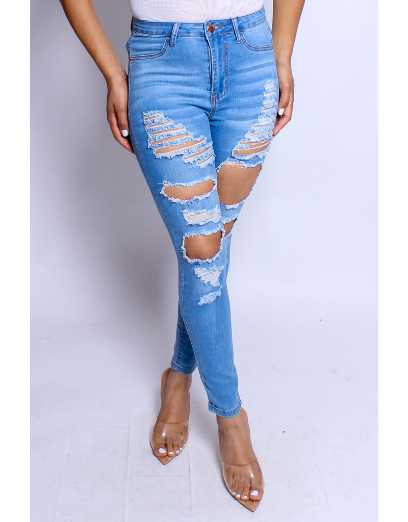 Make The Cut Distressed Jeans - LIGHT WASH