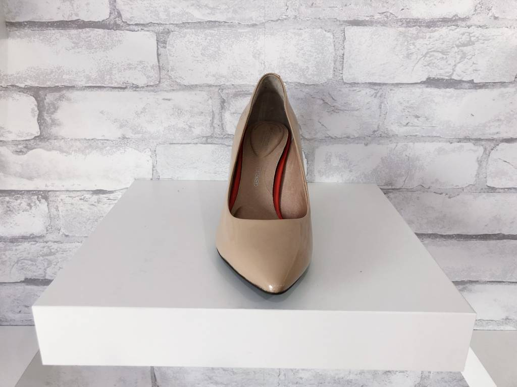 Rockport Total Motion Pointed Toe Pump Nude