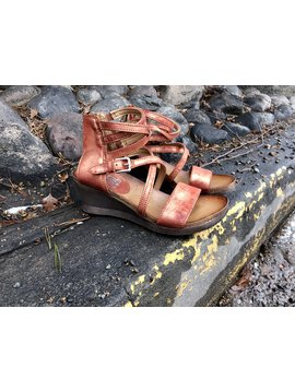 Miz Mooz Shay Wedge Rust Mtl.