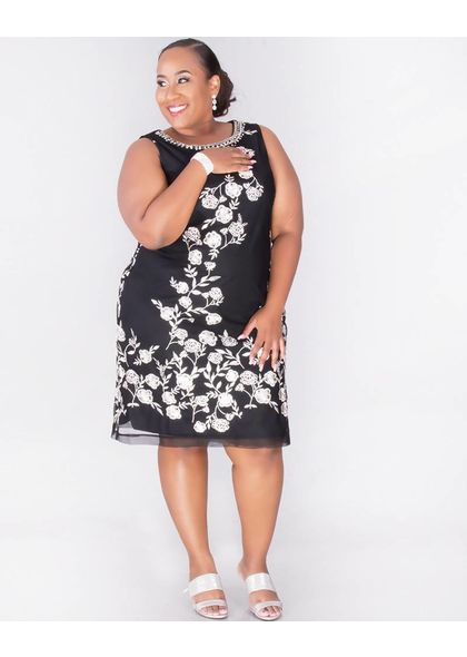 30007620c4b Sandra Darren MICAH - Plus Size Printed Dress with Pearl Necklace